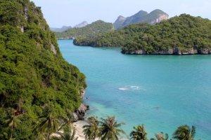 tennis-tourist-An-Thong-National-Marine-Park-Koh-Samui-Thailand-teri-church