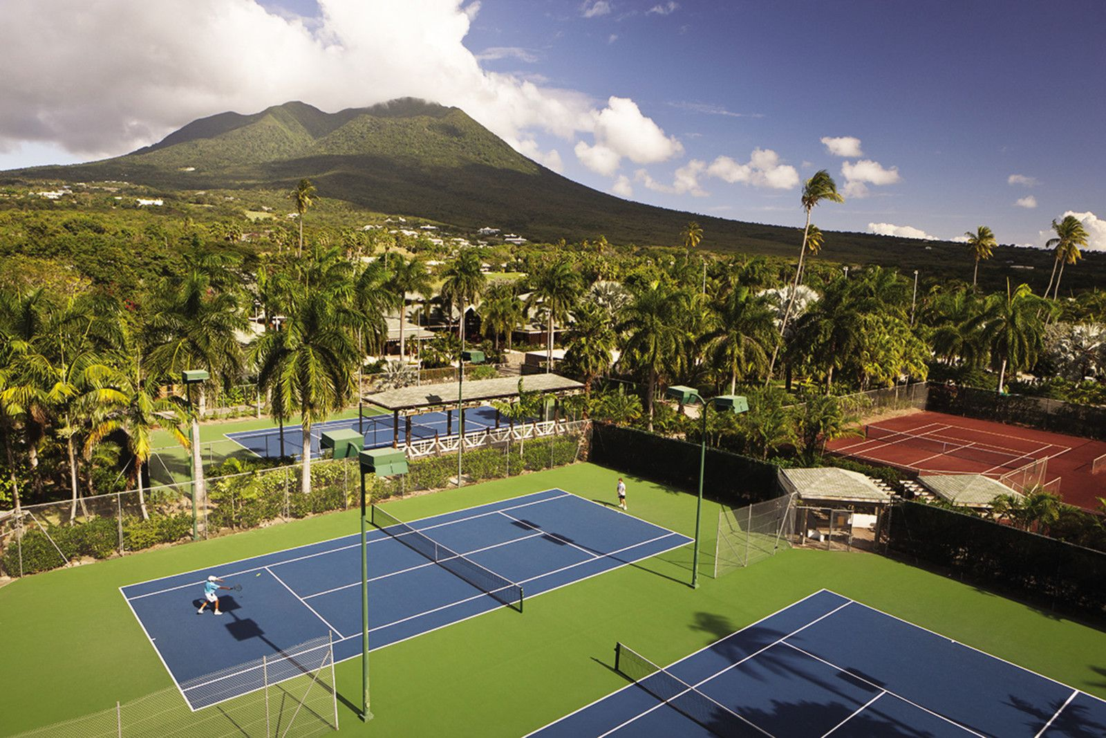 tennis-tourist-four-seasons-nevis-outdoor-courts-courtesy-four-seasons