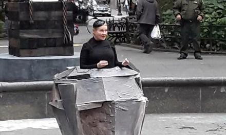 Dianne Wiest's Winnie In Madison Square Park