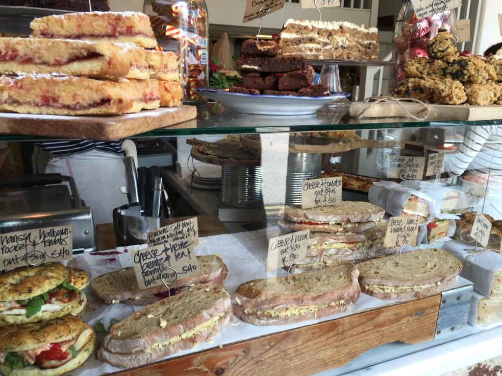 Fresh sandwich display