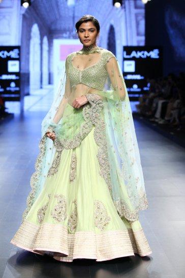 Model in 'Mughal India' by Anushree Reddy (14)