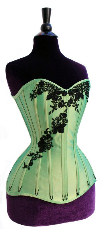 Tips for sewing corsets from Julia at Sew Curvy