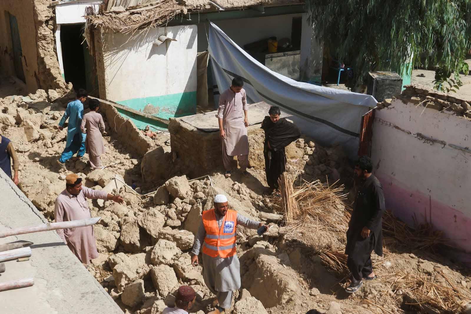 بلوچستان جي مختلف علائقن ۾شديد زلزلي جي نتيجي ۾  20 فوت، 300 کان وڌيڪ زخمي ٿي پيا