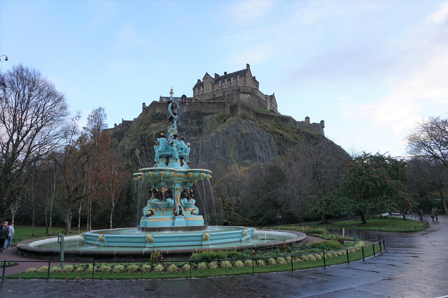 Edinburgh Castle behind Ross Fountain