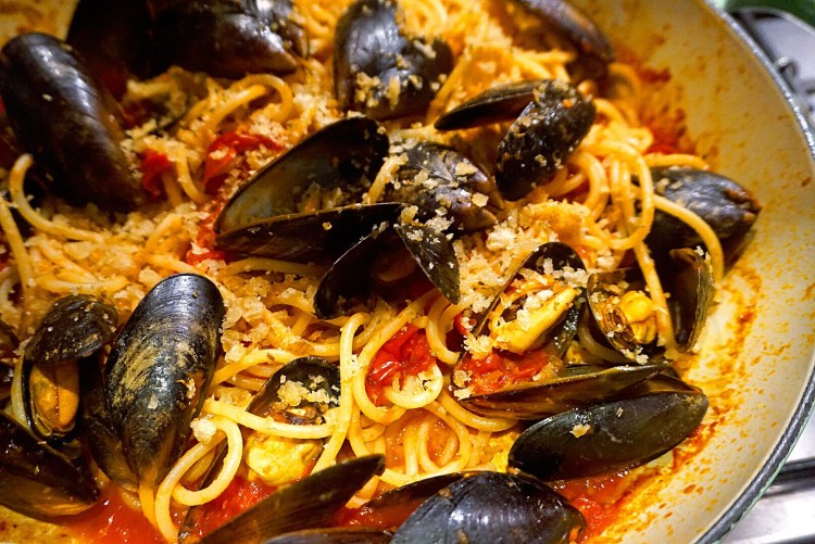 Spaghetti with tomato and mussel pangrattato