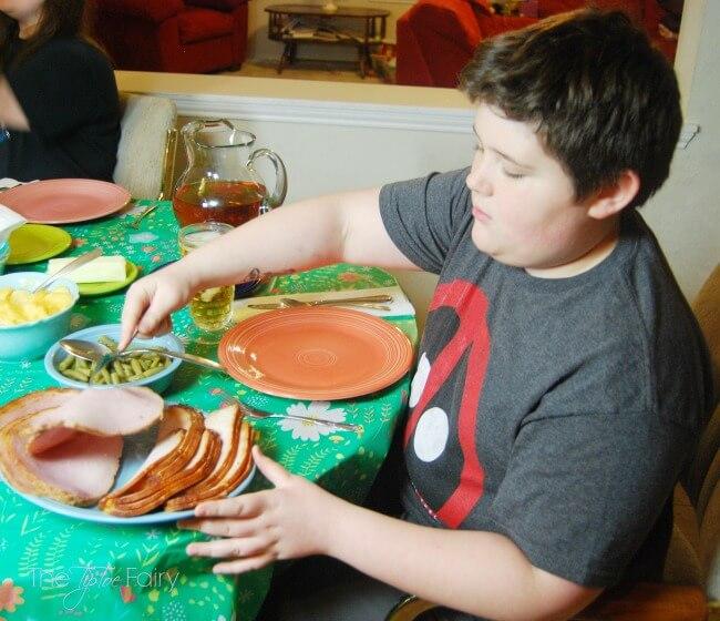 Easy Easter Dinner Tips with HoneyBaked Ham | The TipToe Fairy #HoneyBakedEaster