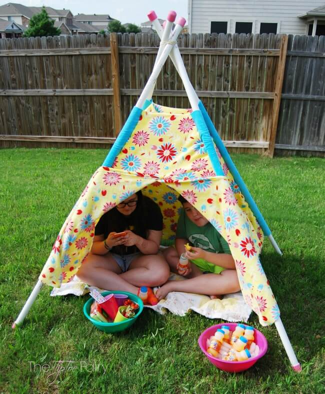Have Fun in the Sun and make your own Play Tent for your kids - easy tutorial with no pattern! | The TipToe Fairy #ad #WhereFunBegin