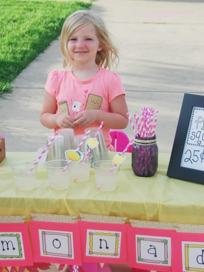 Have a Lemonade Stand with Laura Kelly Designs printables! #ad   The TipToe Fairy