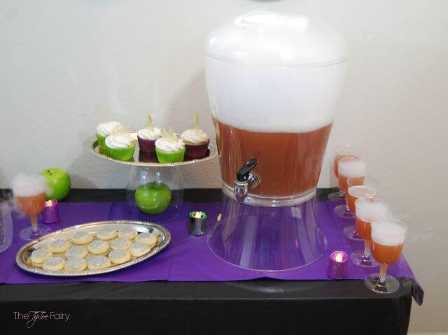 Poison Apple Punch - perfect for that Halloween, Snow White, or Disney Villians party   The TipToe Fairy