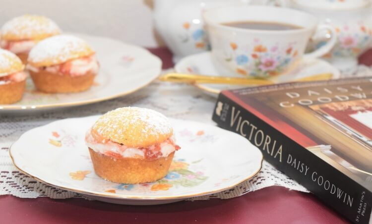 Check out my review for #VictoriaNovel & get the recipe for Victoria Sponge Cupcakes #ad @StMartinsPress @SheSpeaksUp