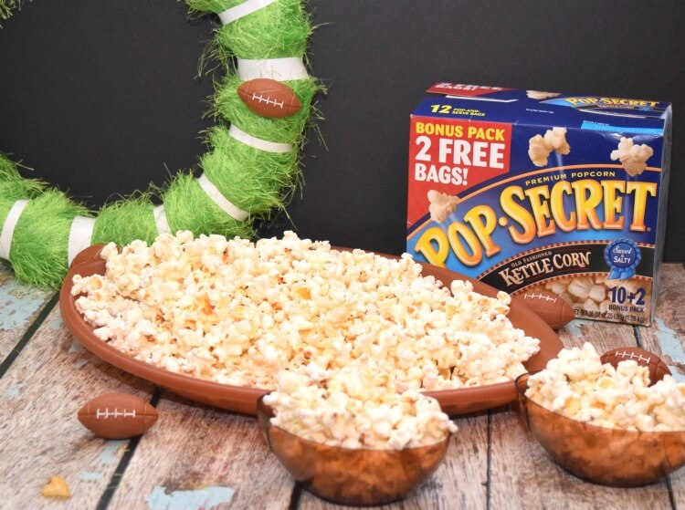 Make this easy DIY Football Wreath & have some @popsecretpop popcorn! #ad #TheNewFanFavorites