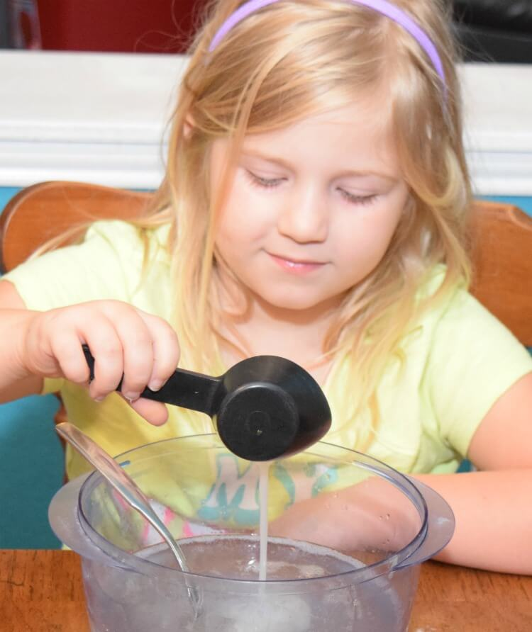 Make Witch's Brew Slime for #Halloween & #ThinkOutsideTheWipe w @Huggies! AD