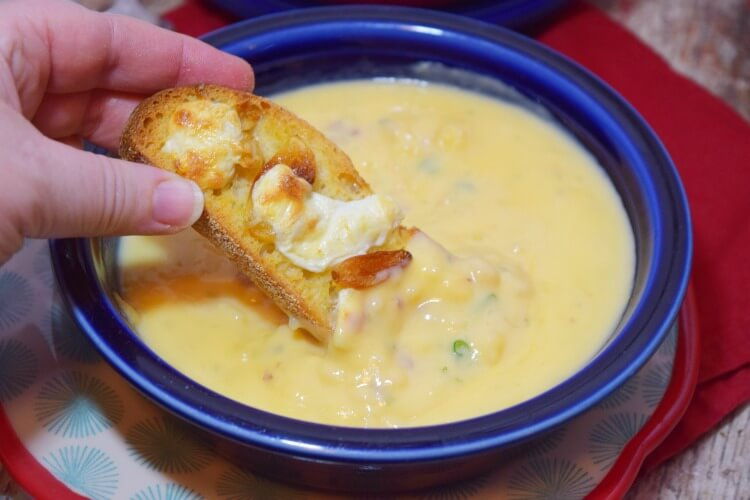 #AD Make some Cheesy Roasted Garlic Bruschetta to go w/ @IdahoanFoods new thick, rich & flavorful #IdahoanSoups, ready in just 5 minutes!
