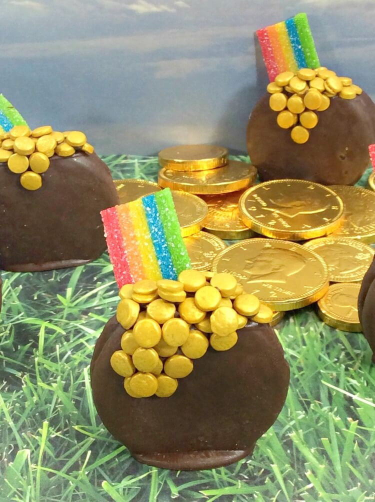 See how to make these pot o'gold cookies and learn some interesting facts about leprechauns!