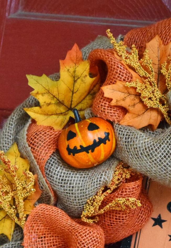 Close up view of the jack o'lantern pumpkins and foilage