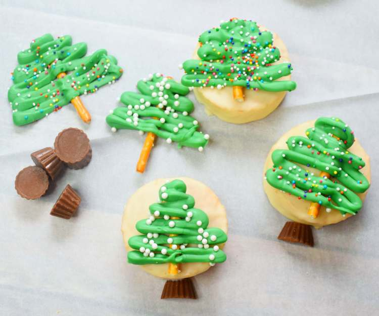 Make Snow Globe Christmas Treats for Kids for the class holiday party!