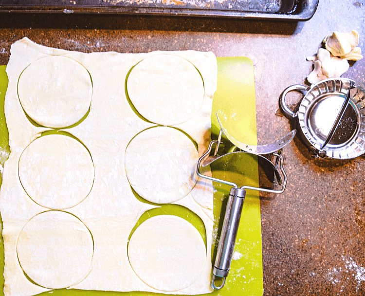 How to use the rolling cookie cutter to cut the mini hand pies.
