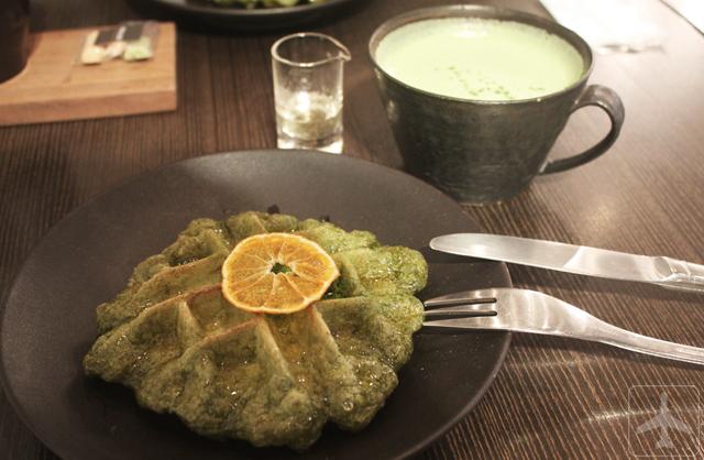 5 Brand Cafes in Seoul - O'Sulloc Tea House (Enjoying the Green Tea waffle and Green Tea Latte)