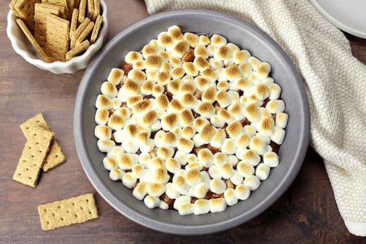 Pie pan filled with chocolate and toasted marshmallows.