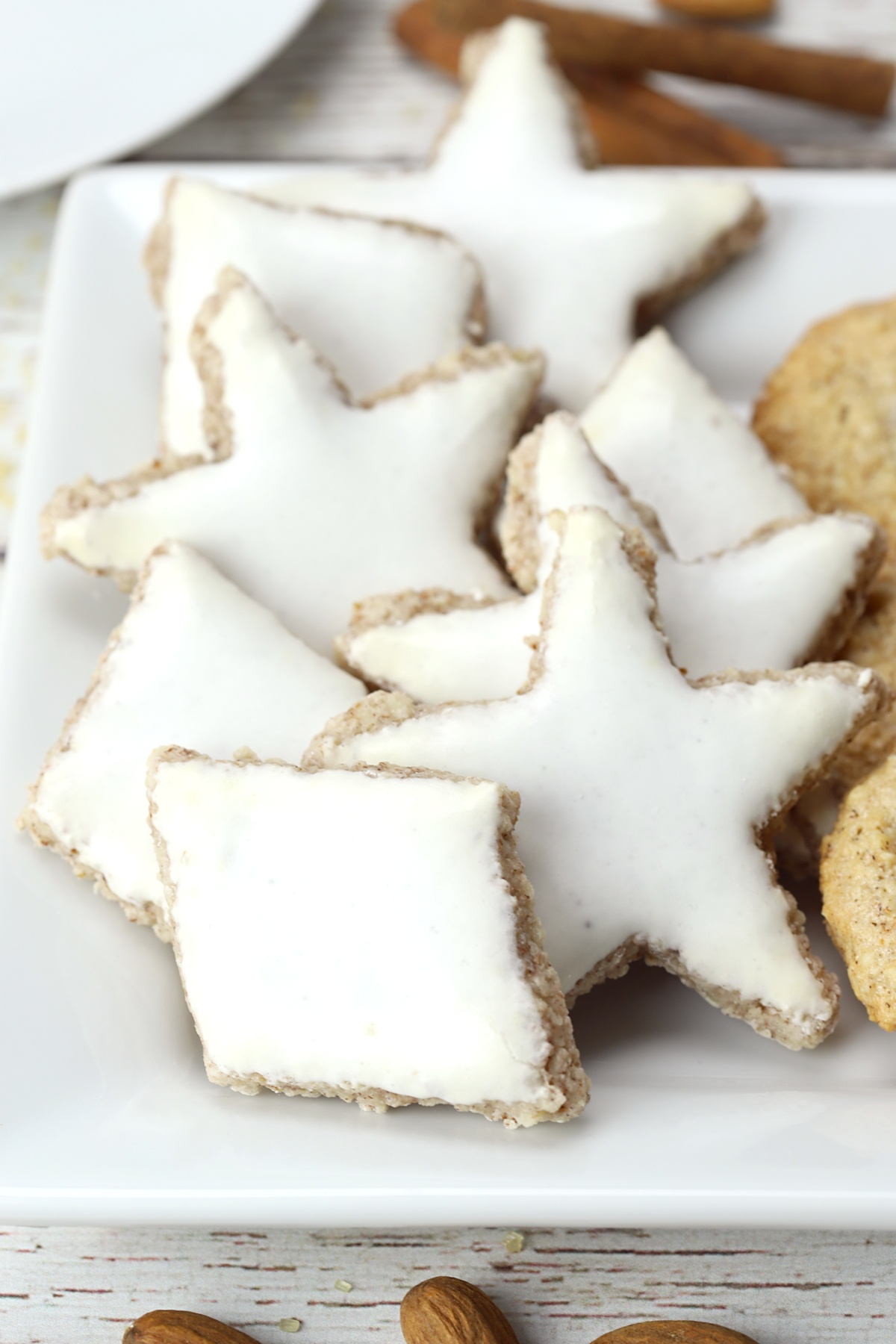 Zimtsterne star and diamond cookies on a serving plate.