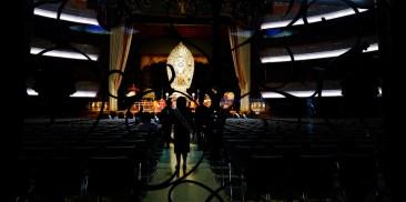 Rissho Kosei Kai great hall golden statue.JPG