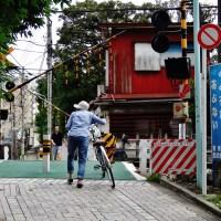 (8) Fumikiri 踏切: Japanese railroad crossings