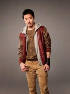Aaron Yoo est Russell Kwon