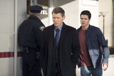"""The Tomorrow People -- """"Brother's Keeper"""" -- Image Number: TP114b_0064.jpg -- Pictured (L-R): Mark Pellegrino as Dr. Jedikiah Price and Robbie Amell as Stephen -- Photo: Katie Yu/The CW -- ©2014 The CW Network, LLC. All rights reserved."""