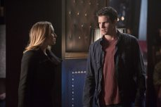 """The Tomorrow People -- """"Brother's Keeper"""" -- Image Number: TP114b_0170.jpg — Pictured: (L-R) Alexa Vega as Hillary and Robbie Amell as Stephen -- Photo: Katie Yu/The CW -- ©2014 The CW Network, LLC. All rights reserved."""