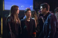 """The Tomorrow People -- """"Brother's Keeper"""" -- Image Number: TP114b_0236.jpg -- Pictured (L-R): Peyton List as Cara, Aaron Yoo as Russell and Robbie Amell as Stephen -- Photo: Katie Yu/The CW -- ©2014 The CW Network, LLC. All rights reserved."""