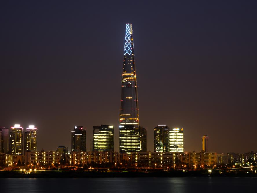 Lotte World Tower seen from the Han River