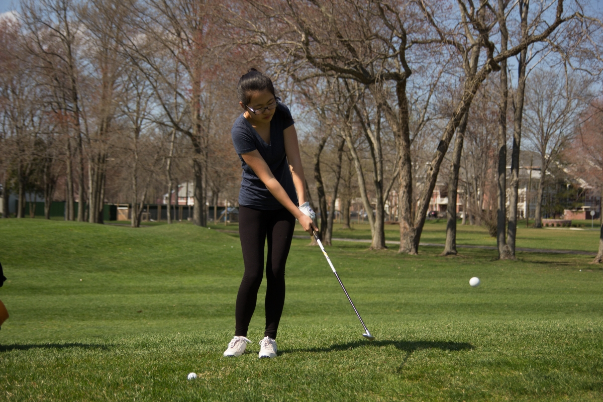 Kelly Qiu '17 practices on a day off, April 18, at Princeton Country Club.  photo: Nathan Drezner