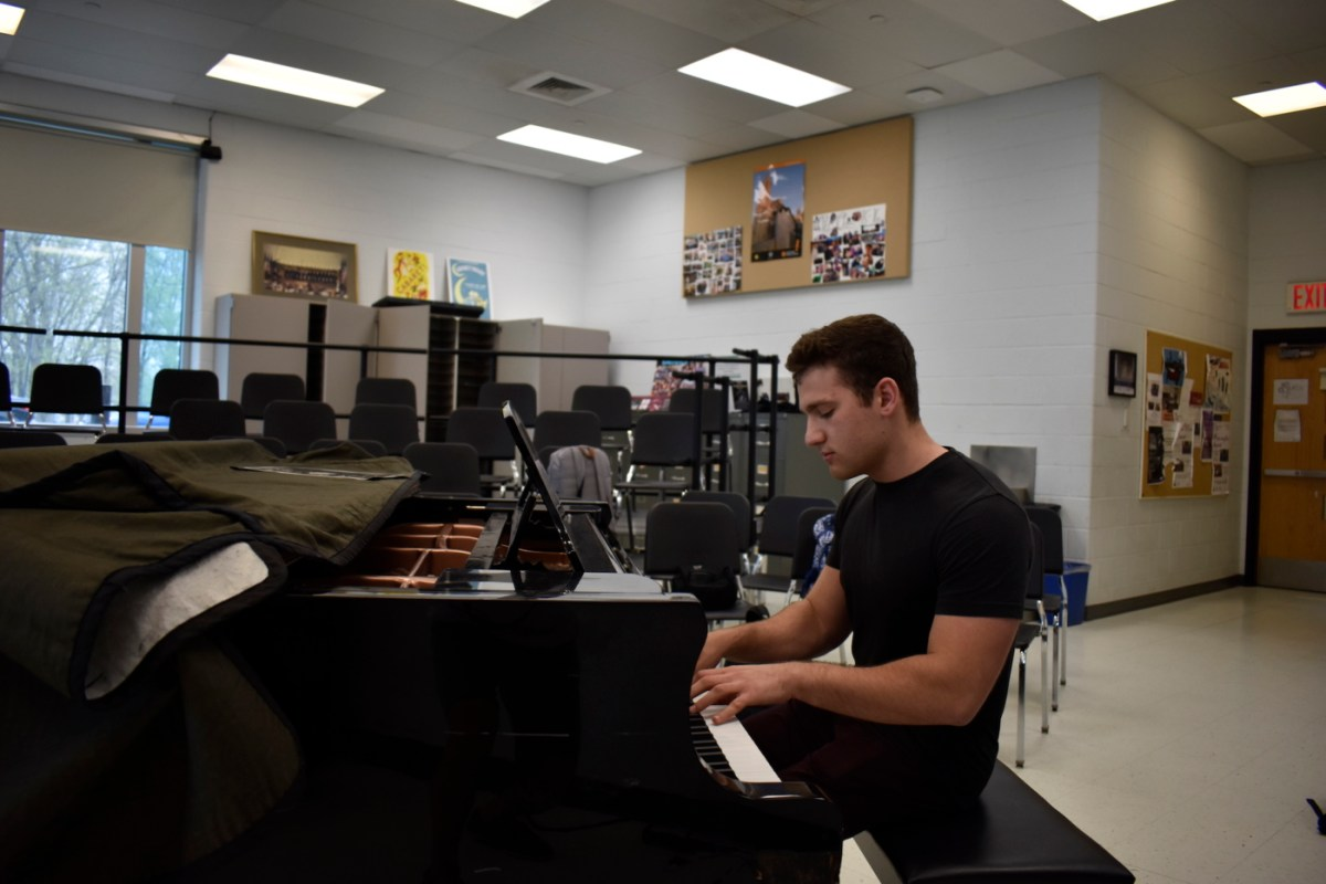 Jacob Polly '17 prepares for professional piano career