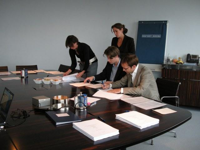 Epyon-Signing-A-round-financing-2008
