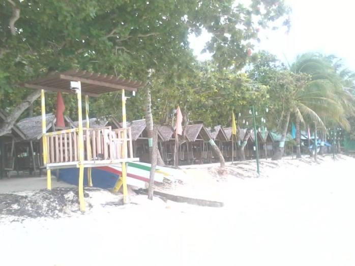 Dinaluan Beach Resort cottages