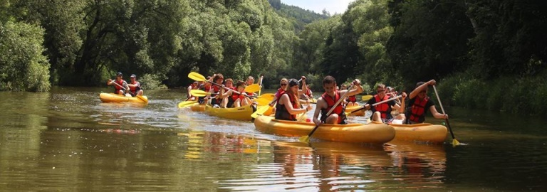 SUMMER FUN: CANOEING NEAR PRAGUE