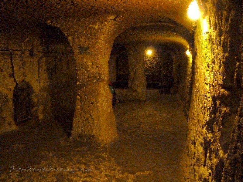 Three pillared chamber