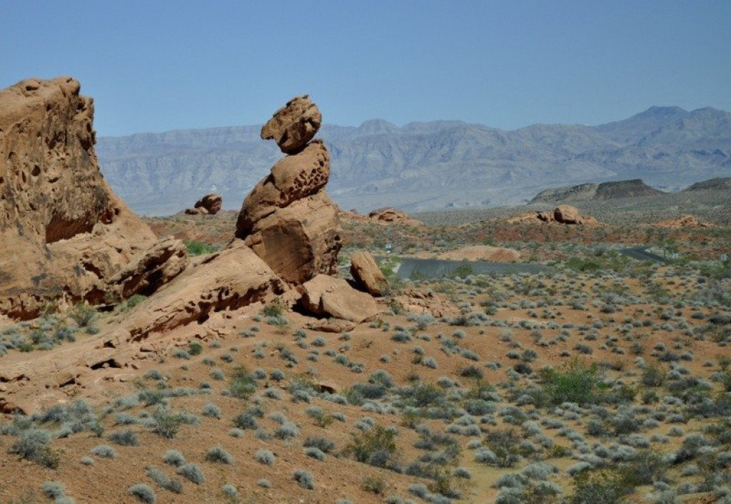 Balanced-rock-valley-of-fire