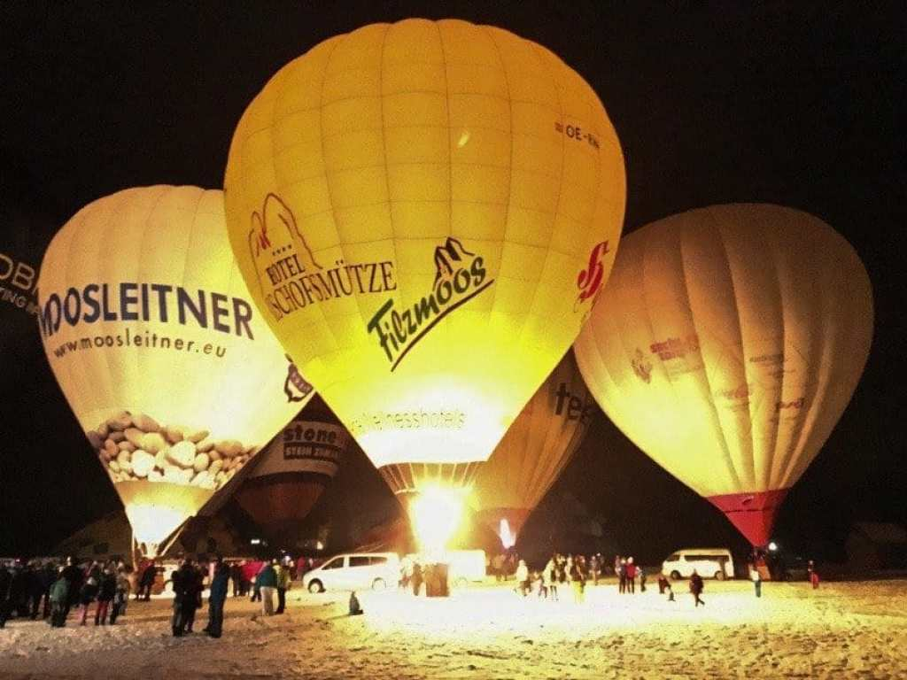 hot-air-balloons-lit-at-night