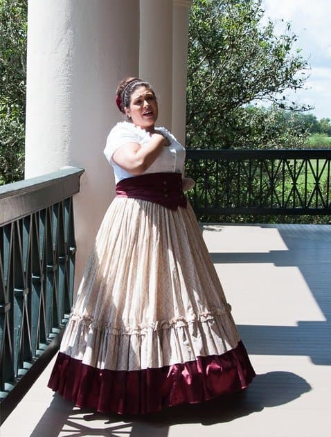 Tour guide at Oak Alley Plantation