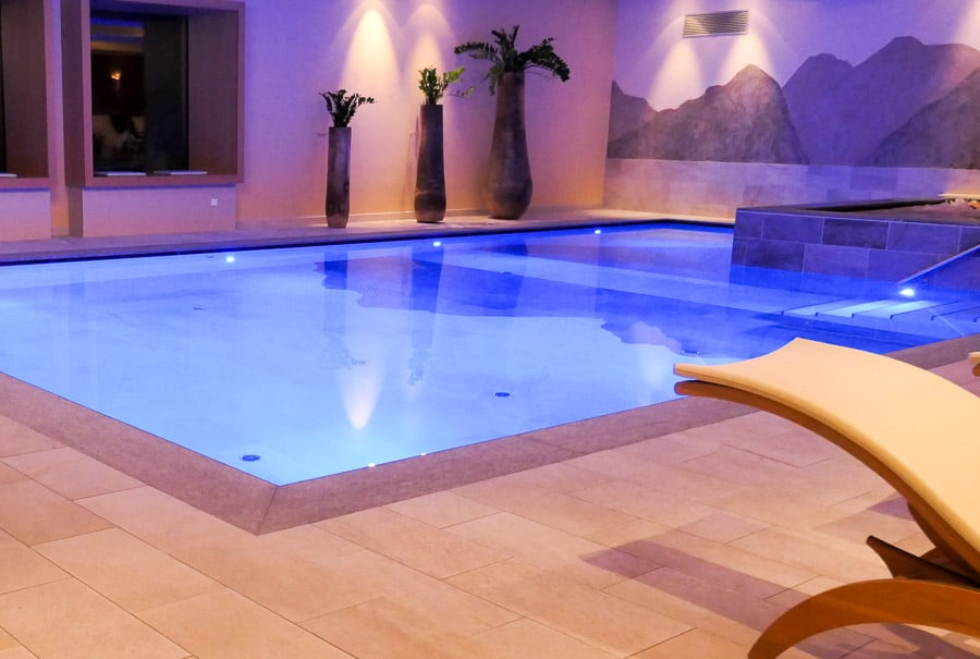 Hotel Diamant swimming pool and jacuzzi