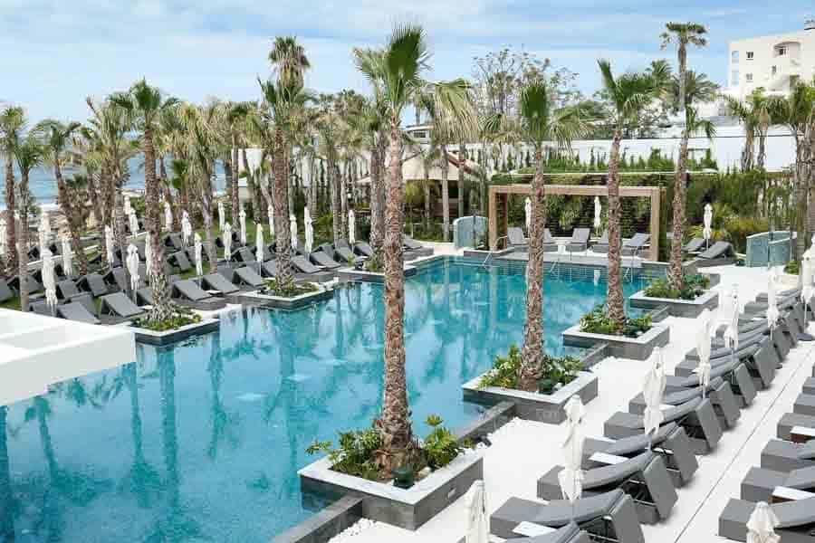 Saffire Pool, Amavi Hotel