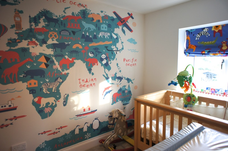 Decorating a travel themed childs bedroom