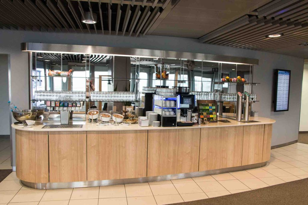 Cathay Pacifc Lufthansa Business Lounge Flughafen Düsseldorf The Travel Happiness-2