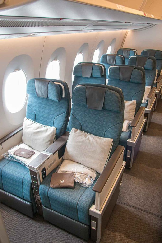 Cathay Pacifc Premium Economy Class Erfahrungsbericht Airbus A350 The Travel Happiness-2