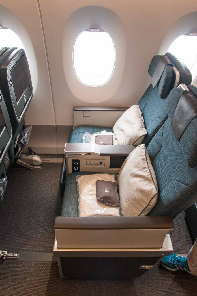 Cathay Pacifc Premium Economy Class Erfahrungsbericht Airbus A350 The Travel Happiness-4