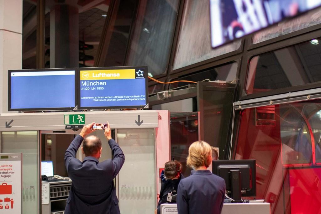 Letzter Flug Lufthansa Berlin Tegel nach München The Travel Happiness