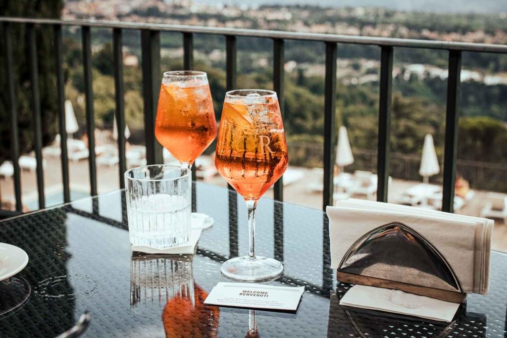 Luxus Familien Urlaub in der Toskana Renaissacne Hotel Marriott Suite The Travel Happiness Reiseblog Sun Downer