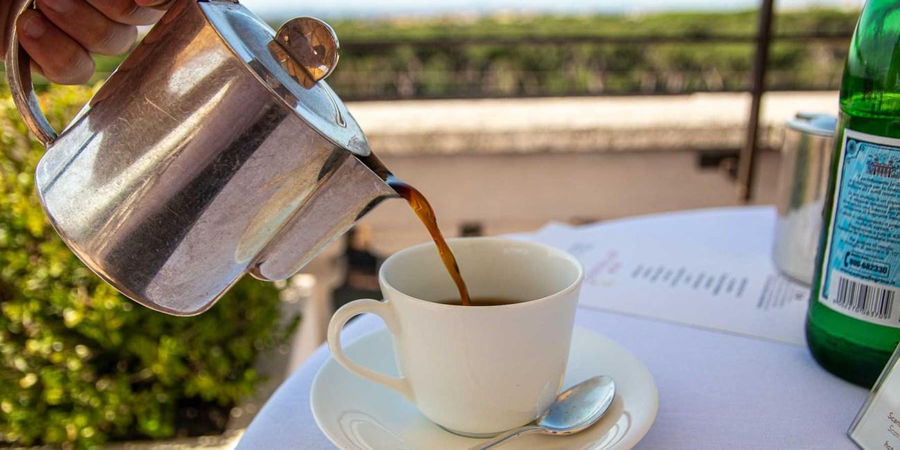 Dachterrasse Rom Kaffee trinken