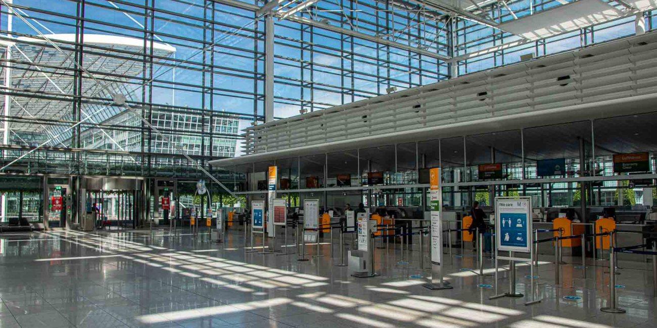 Fliegen während Corona mit Lufthansa Checkin Flughafen München